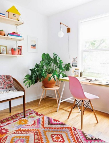 claire-zinnecker-s-summer-issue-moment-a-light-lift-claire-zinnecker-pink-and-white-and-wood-office-1465229216-5755995cf4da36ab6ef3bd77-w763_h786
